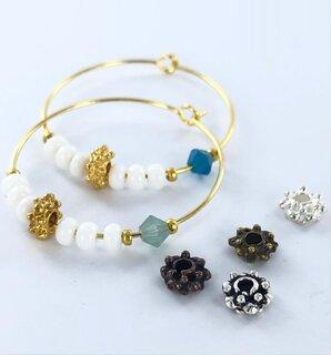 Trendy oorbellen inspiratie met kristal kralen van een bekend merk
