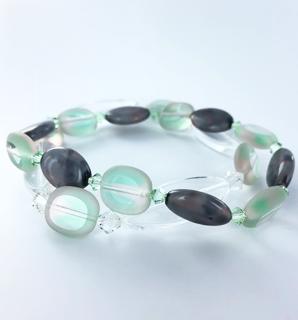 Vintage lichtgroene glaskralen met Swarovski