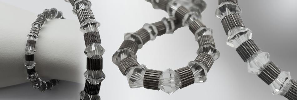 simpel armband zelf maken swarovski kralen metalen elastiek